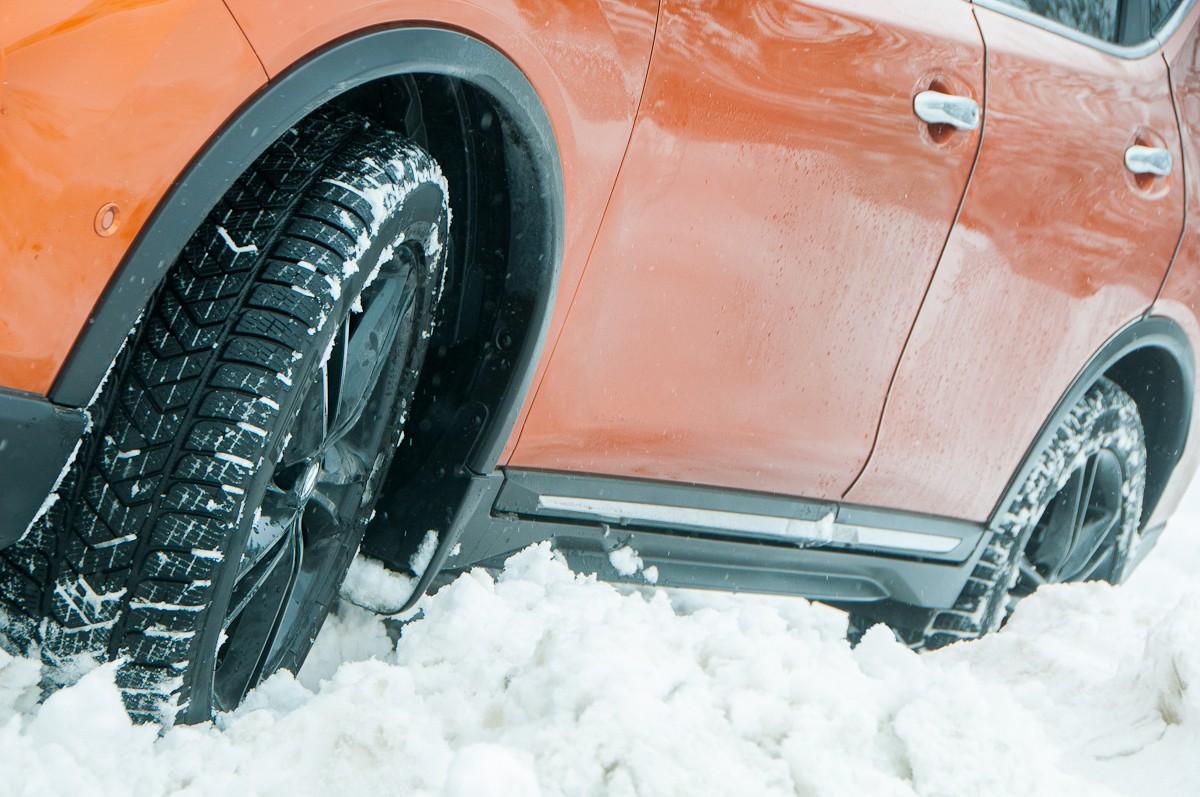 Els pneumàtics d'hivern, són la sol.lució ideal sobre la neu, el gel o asfalt mullat i fred