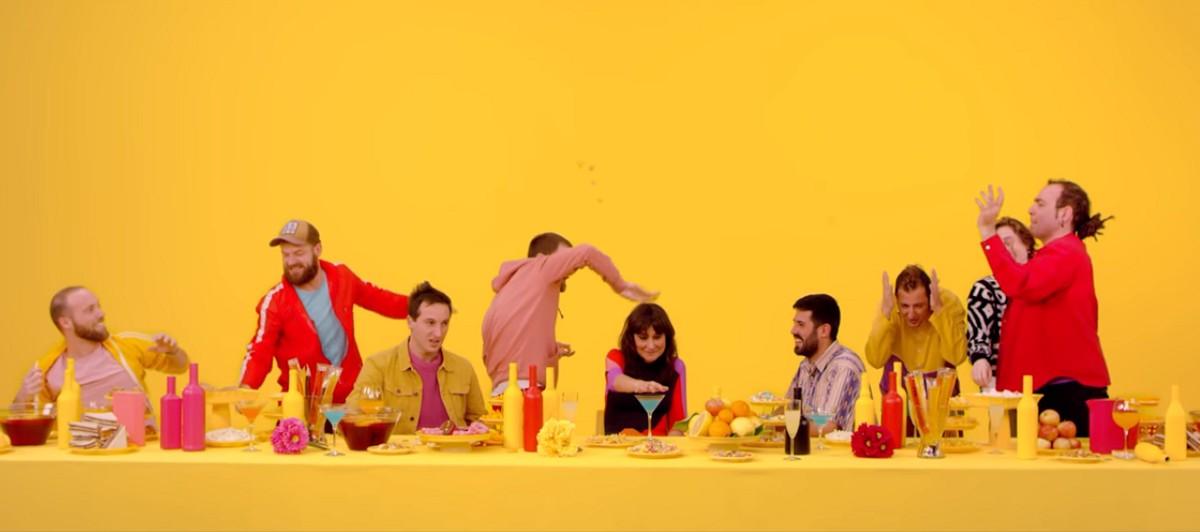 Fotograma del nou videoclip de La Pegatina amb la col·laboració d'Amaral