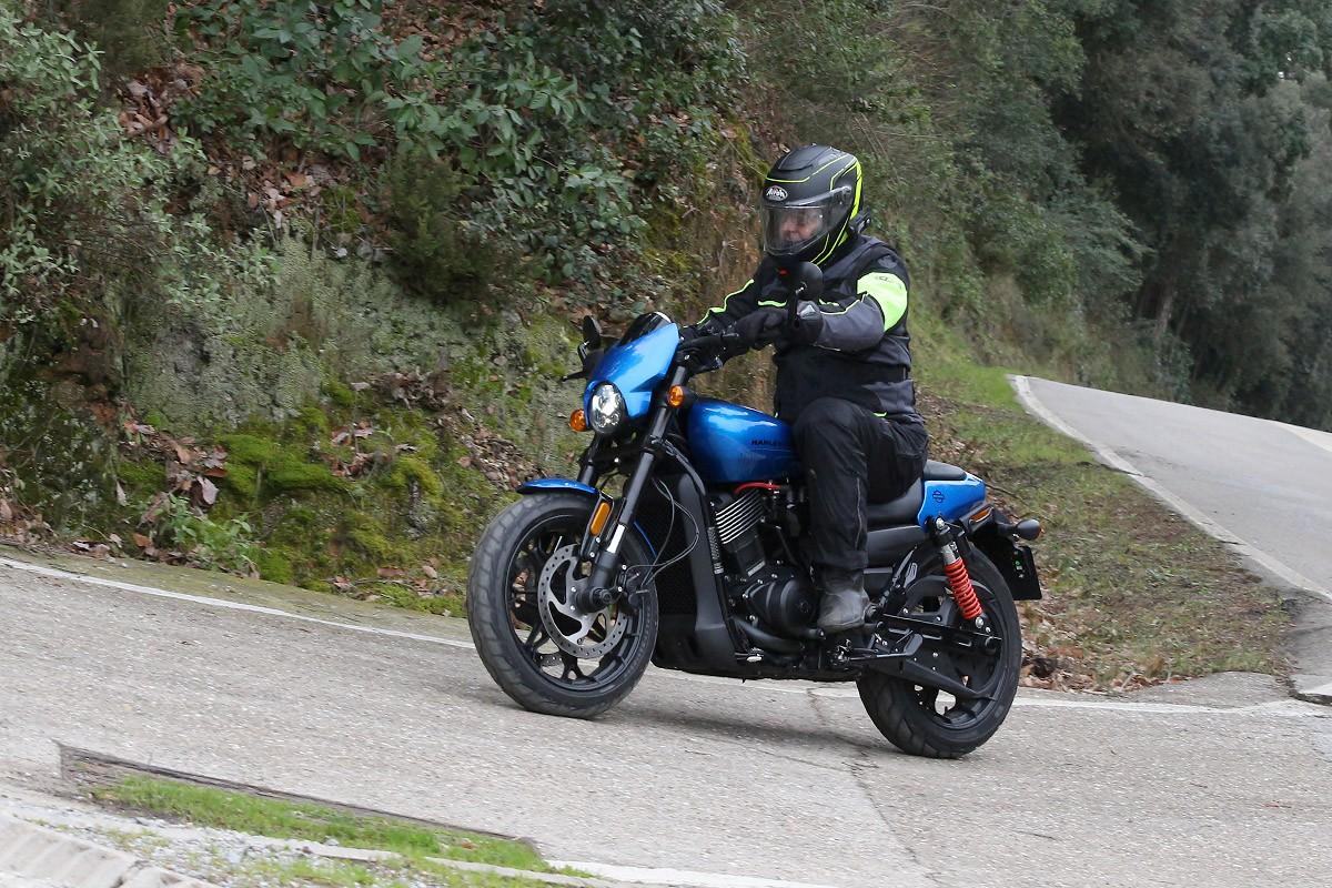 La Street Rod 750 és una Harley per sortir a fer curves