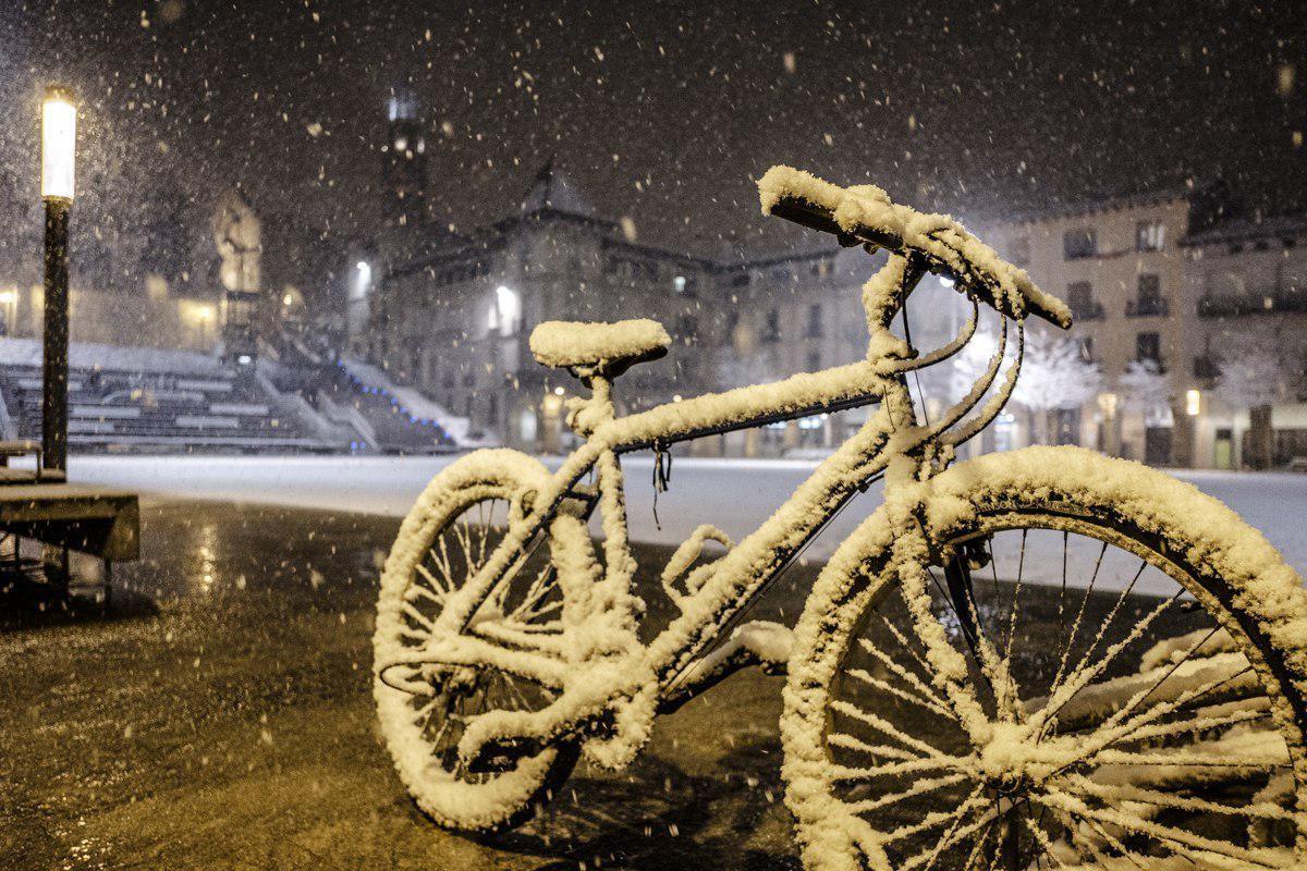 La nevada a la plaça de Manlleu, Osona