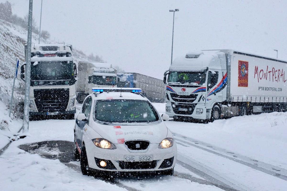 Els camions continuaven aquest matí aturats fins a nova ordre