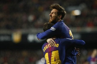El Barça també guanya a Mestalla i es classifica per la final de la Copa del Rei (0-2)