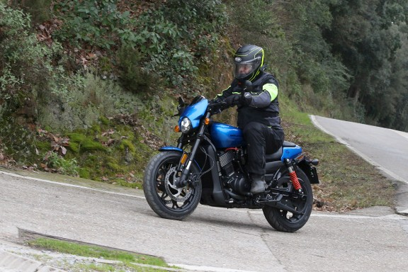 Provem la Harley-Davidson Street Rod 750
