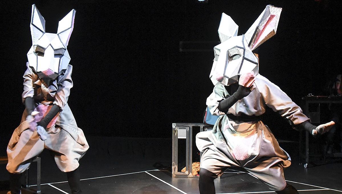 «Fuga de conills», escrita i dirigida per Martina Cabanas