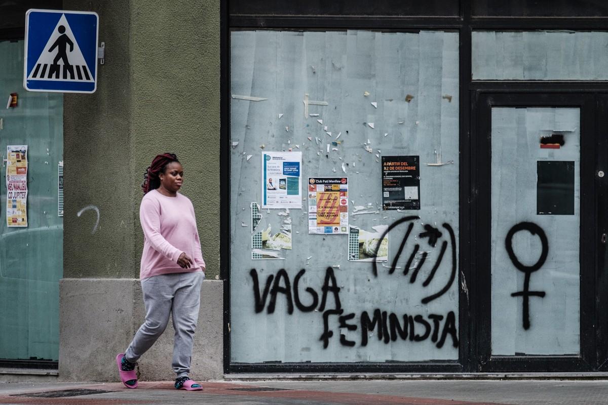 Una pintada crida a la vaga feminista del proper 8 de març