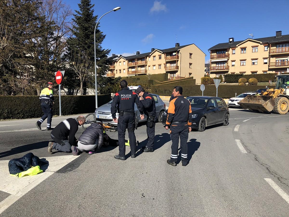 Un ciclista ha estat envestit per un cotxe aquest matí a Puigcerdà