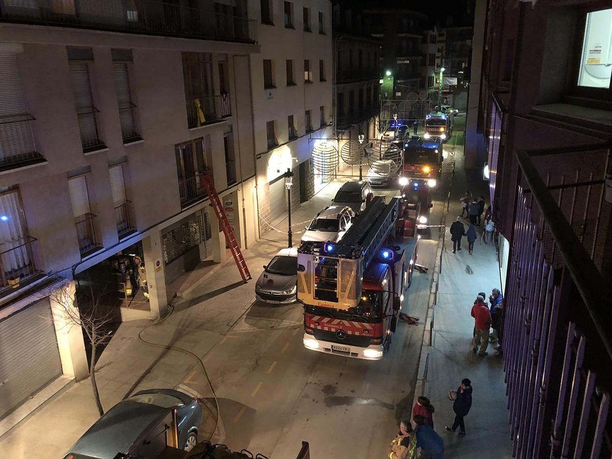 Ensurt al carrer Pons i Gasch per un incendi en un habitatge