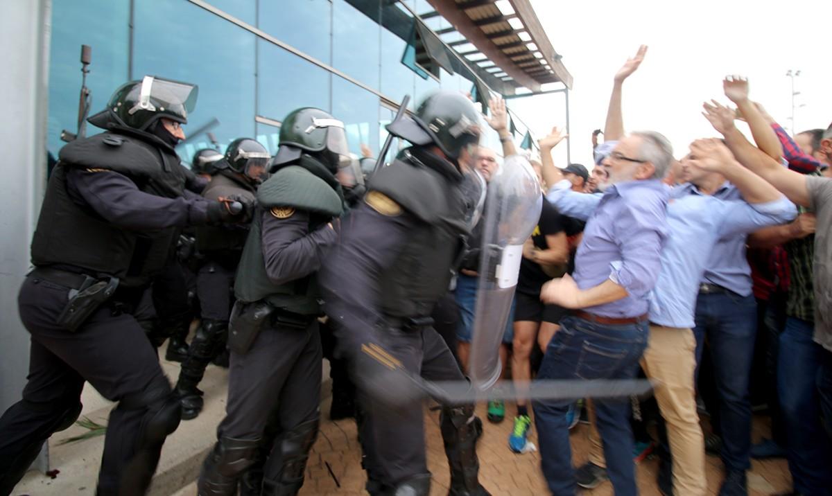 Més d'un centenar d'agents van participar en les càrregues de l'1-O a la Ràpita.
