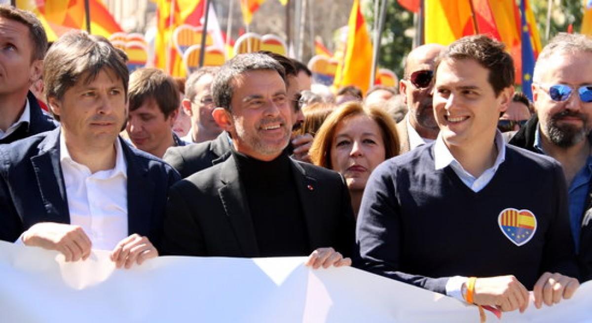 Manuel Valls, en una manifestació de SCC junt amb Albert Rivera.