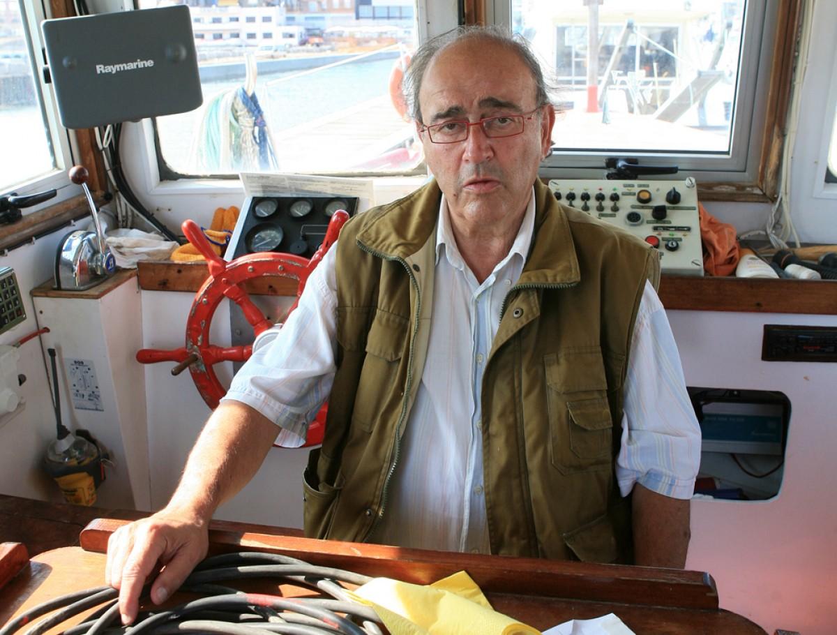 Carles Santos a la seva barca, al port de Vinaròs