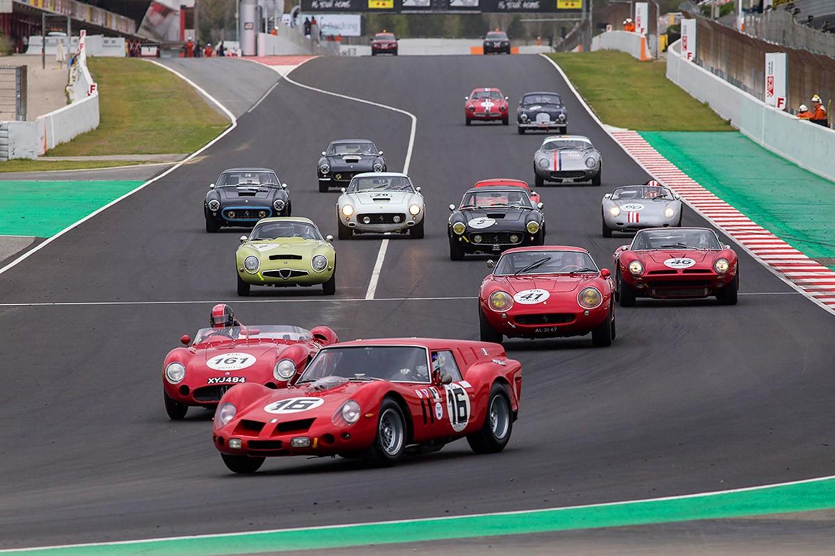 Multitud de curses i d'atractius al pàdoc per reviure l'època daurada de l'automobilisme