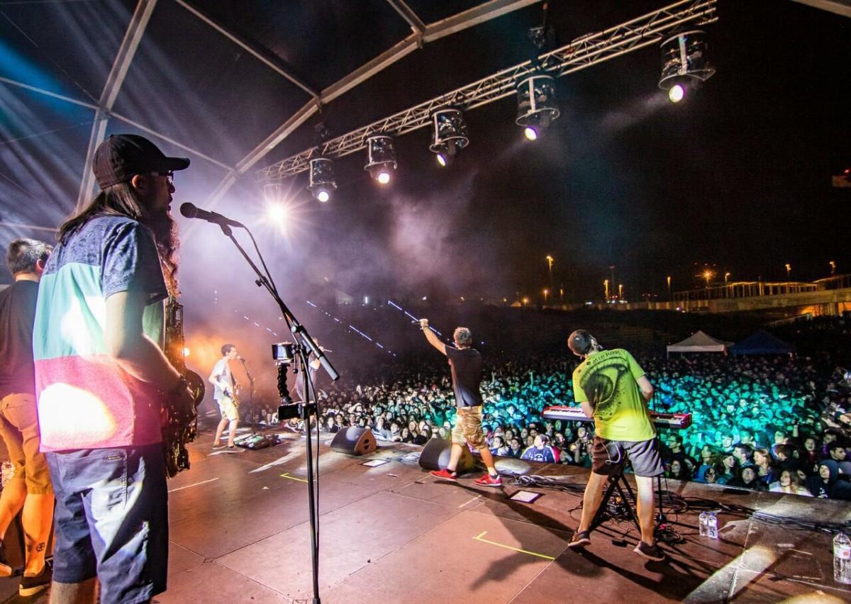 Concert de Txarango durant la Telecogresca 2018