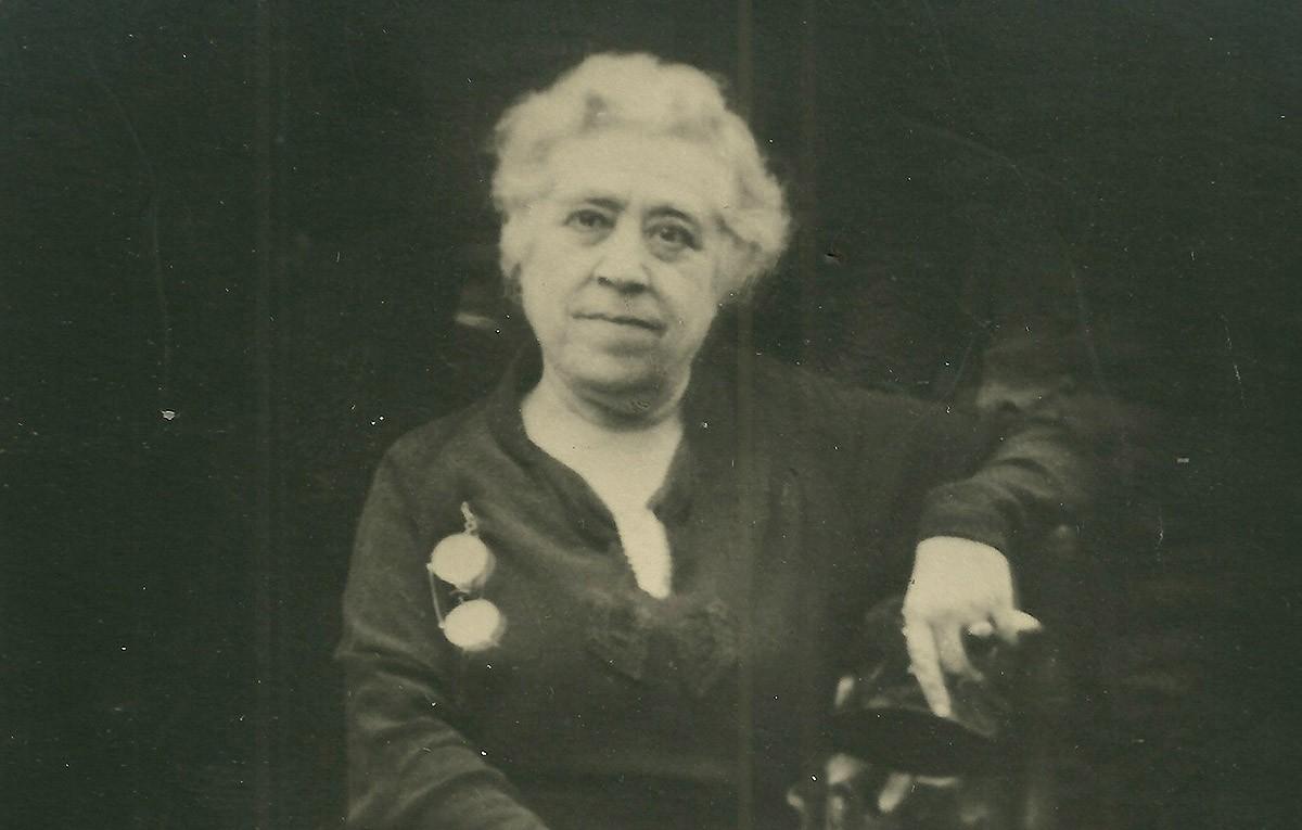 L'autora de 'Solitud', Caterina Albert, l'any 1944.
