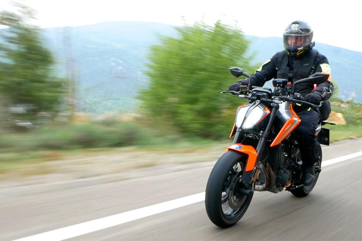 Feia temps que una moto no ens divertia tant com la KTM Duke 790