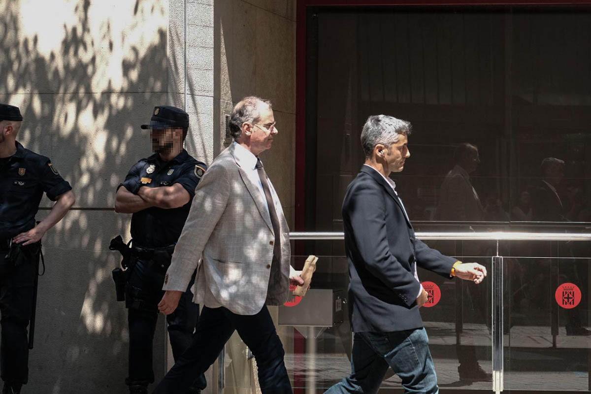 El jutge Joaquin Aguirre, entrant a la Diputació de Barcelona l'any 2018