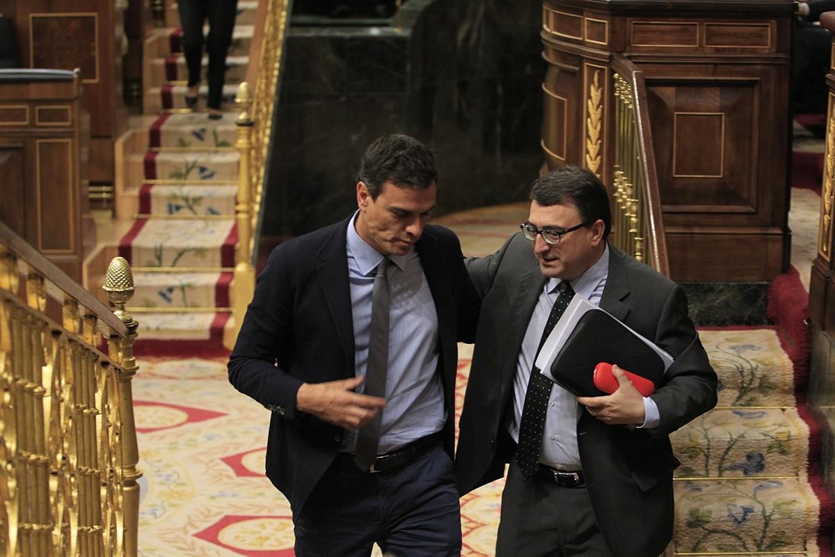 Pedro Sánchez, amb el portaveu del PNB al Congrés, Aitor Esteban, en una imatge d'arxiu.