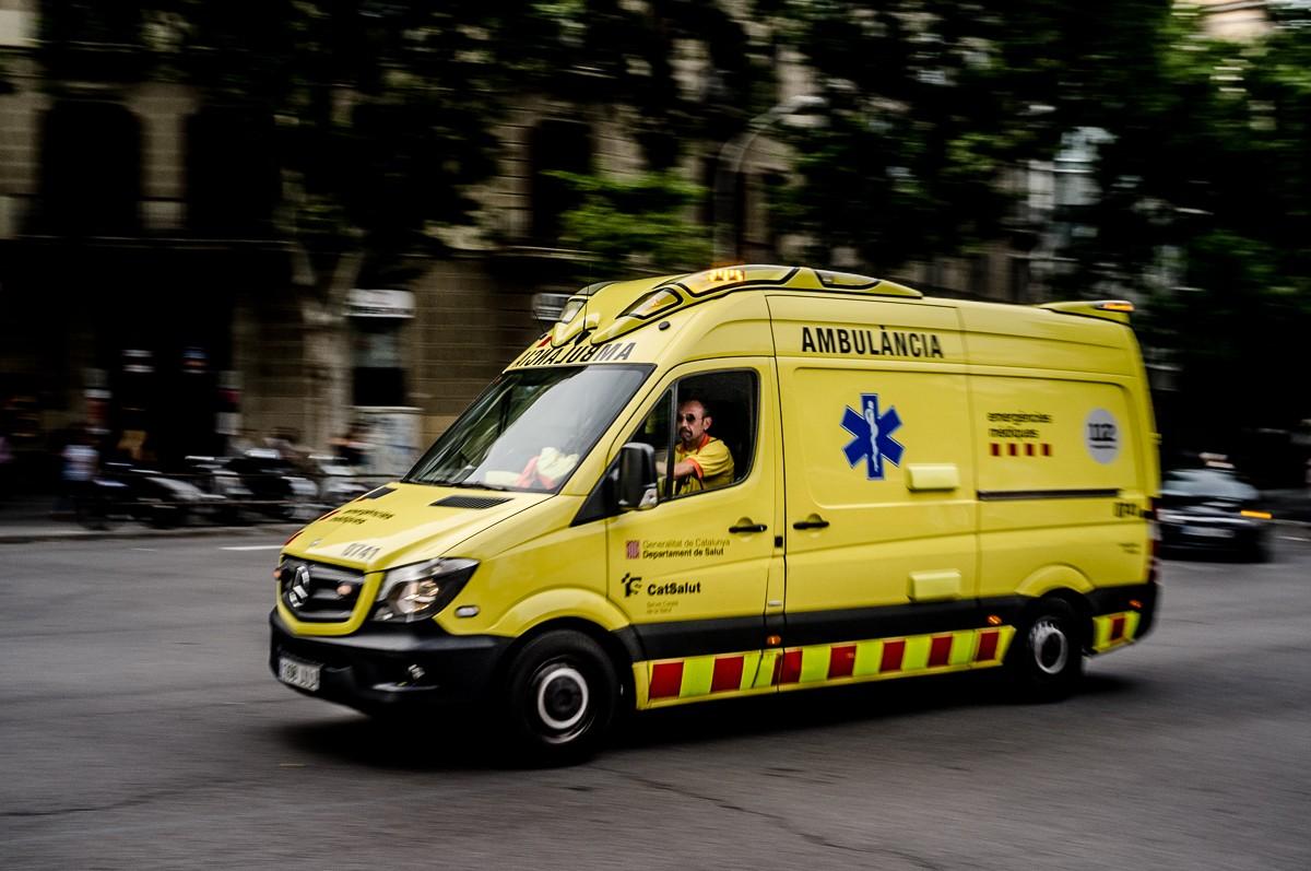 Una ambulància al centre de Barcelona