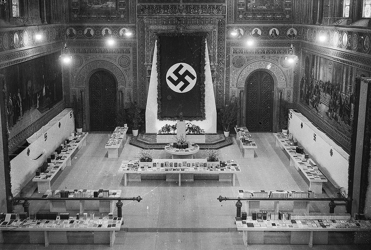 El paranimf de la Universitat de Barcelona, seu de l'Exposició del Llibre Alemany, a inicis dels quaranta.