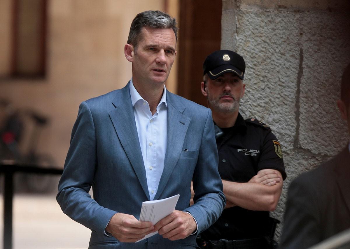 Iñaki Urdangarin a les portes de l'Audiència de Palma.