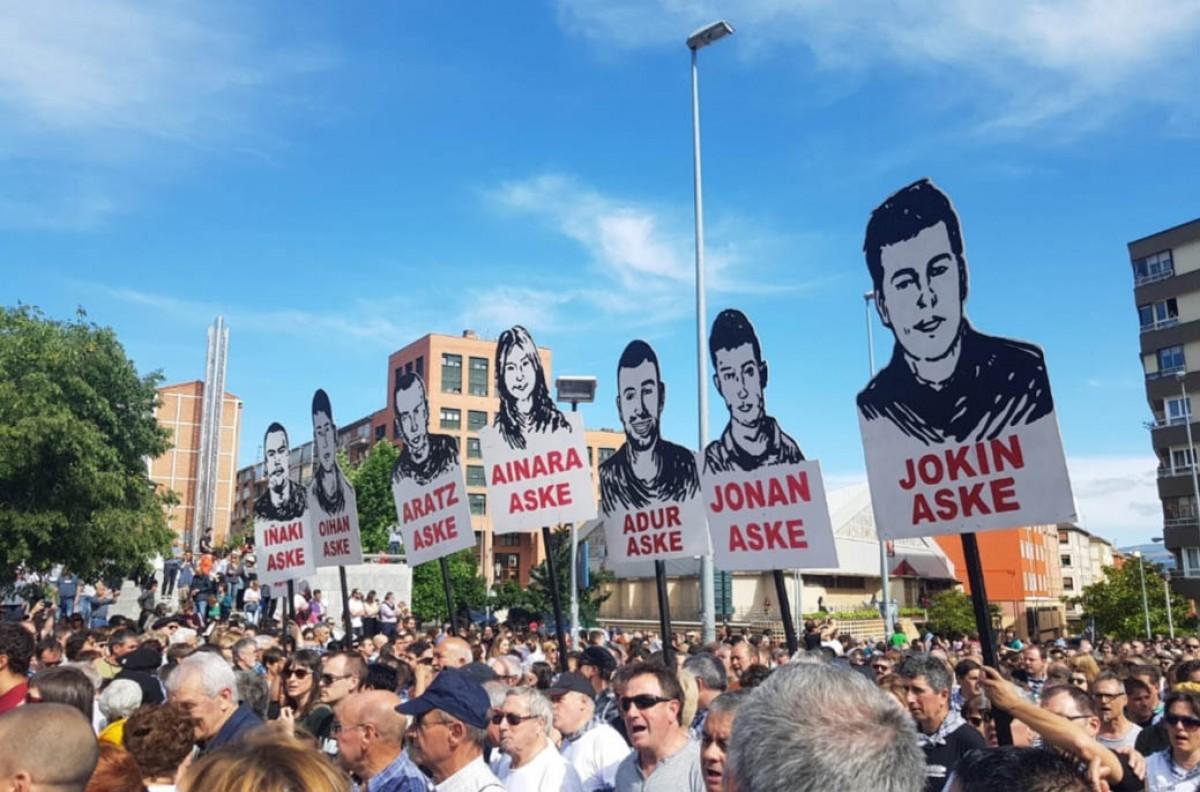Massiva manifestació a Pamplona contra l'empresonament dels joves d'Altsasu