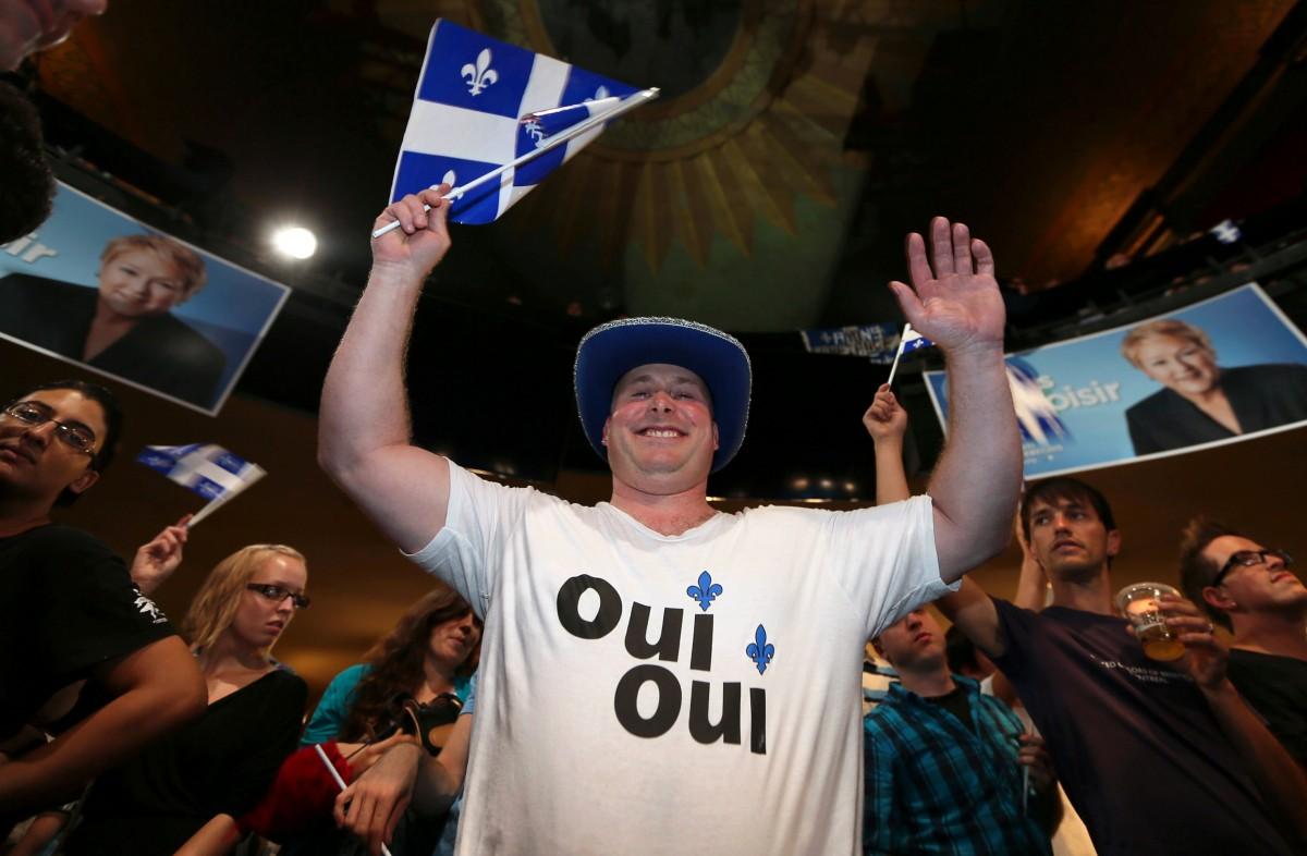 Simpatitzant del Partit Quebequès, celebrant la victòria electoral del 2012, l'última fins ara.