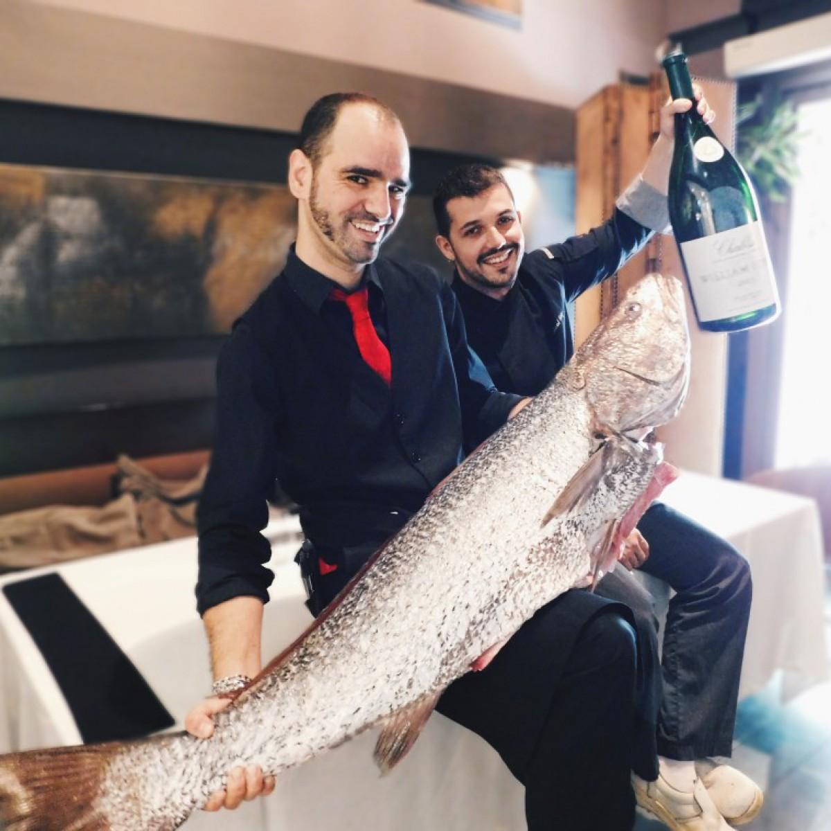 Unai Mata amb Raúl Roig, sommelier i cuiner en cap de l'Osmosis