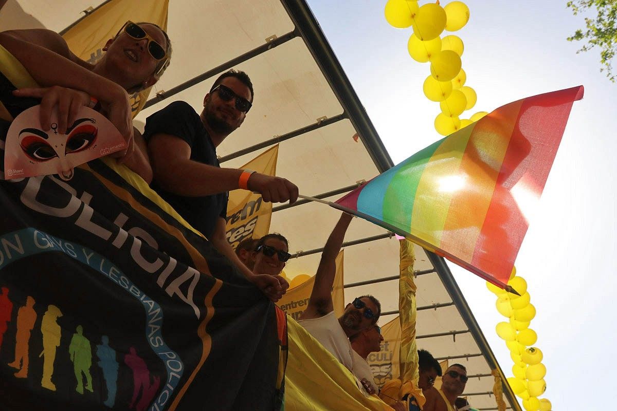 La desfilada multitudinària LGTBI pels carrers de Barcelona