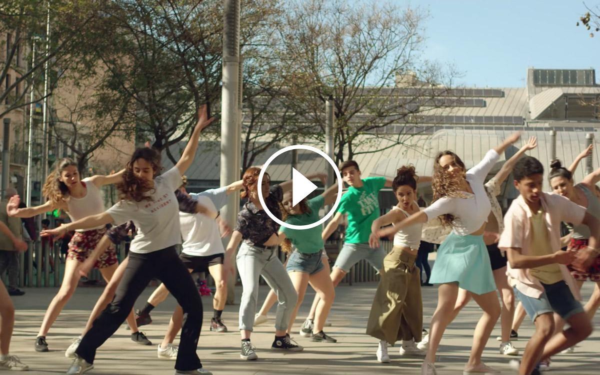 Fotograma del videoclip de «La gran eufòria» de Joan Dausà