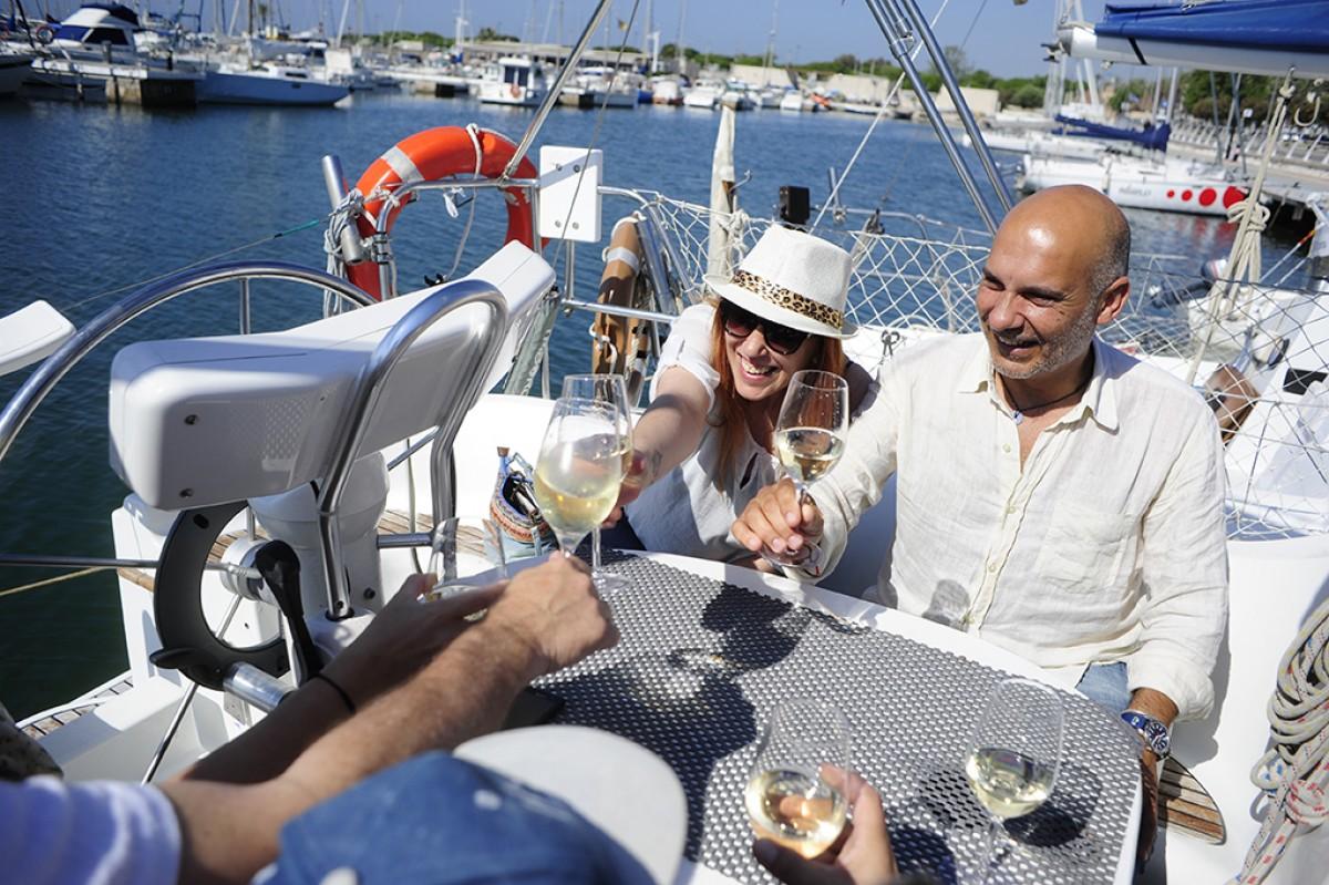 Tastant vins al mar a la Fira Temps de Vi de Vilanova i la Geltrú