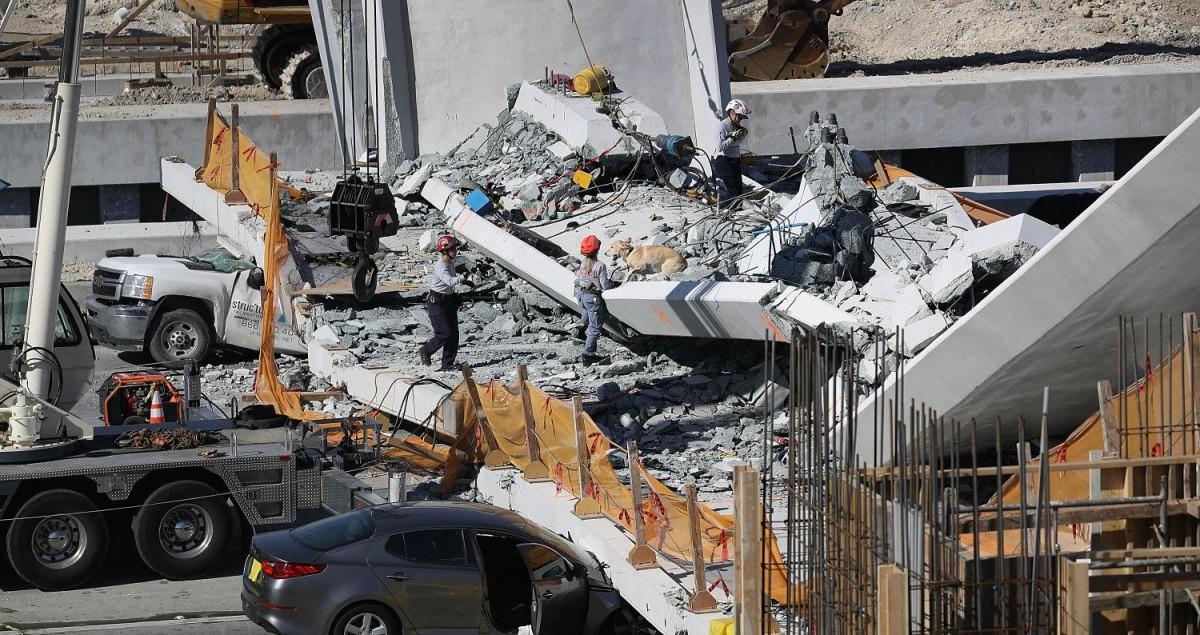 Centenars de persones ha mort atrapades en desplomaments de ponts