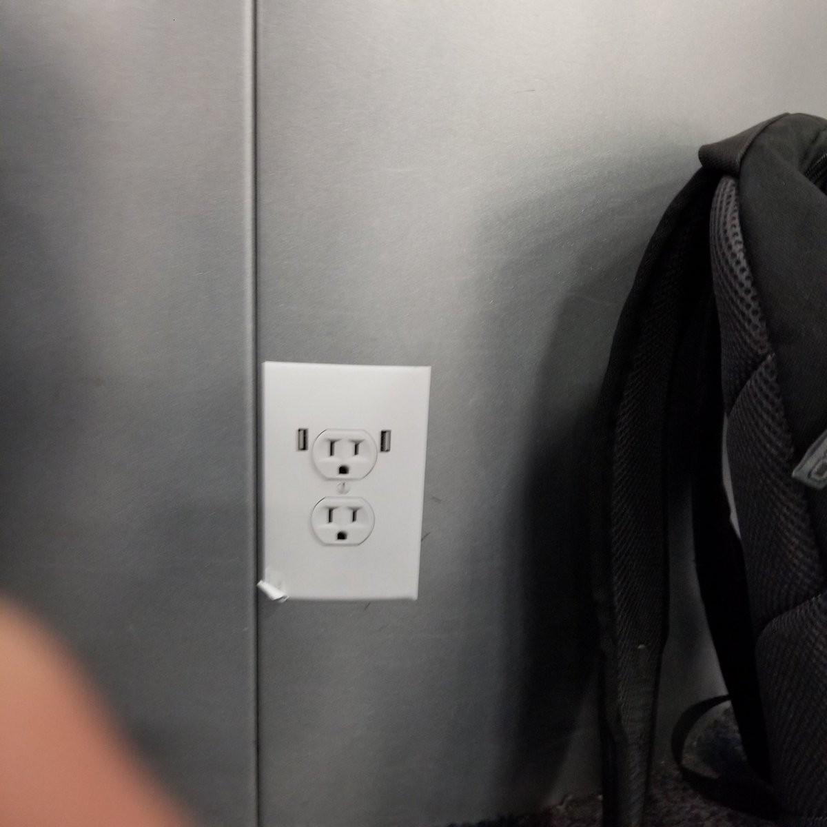 Un dels endolls falsos a un aeroport dels Estats Units
