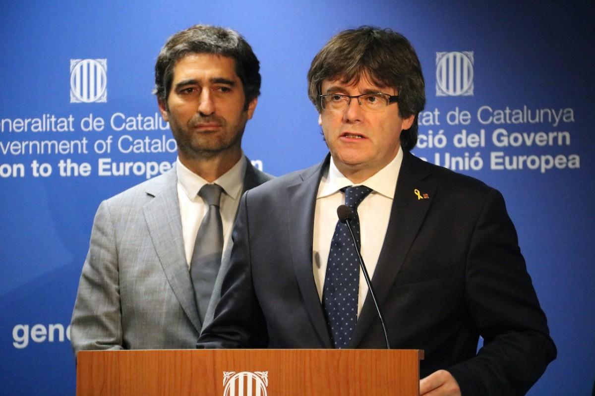 Carles Puigdemont i Jordi Puigneró, en roda de premsa a Brussel·les.