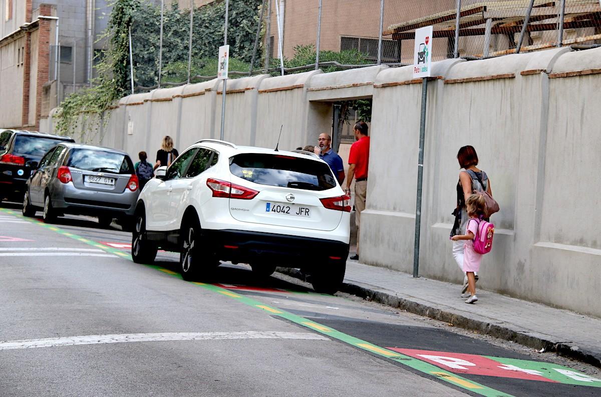 La zona 'petó i adeu' de l'Escola Pia de Sabadell.