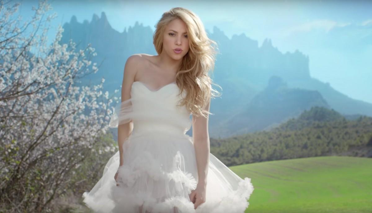 Fotograma d'un dels últims videoclips de Shakira amb Montserrat de fons
