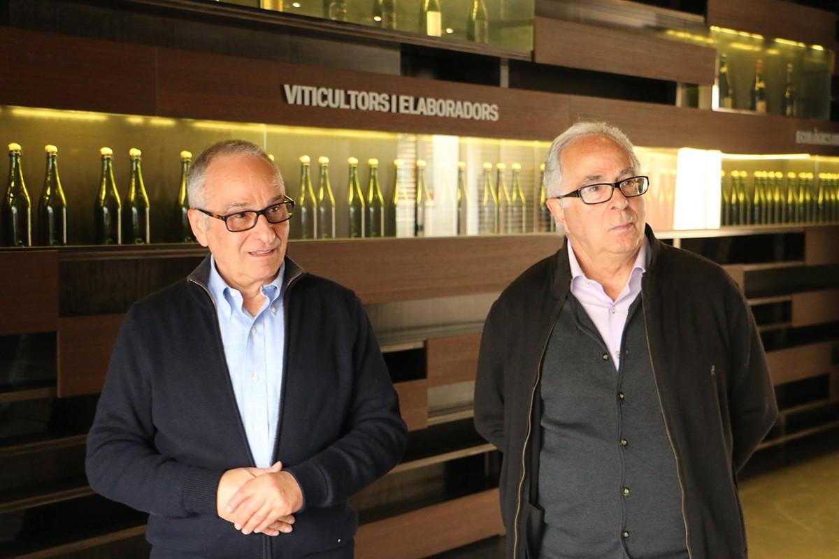 D'esquerra a dreta, Antoni i Josep Mata Casanovas