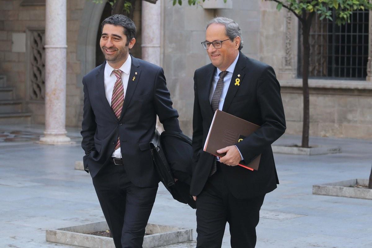 Quim Torra i Jordi Puigneró es dirigeixen a una reunió del Govern.