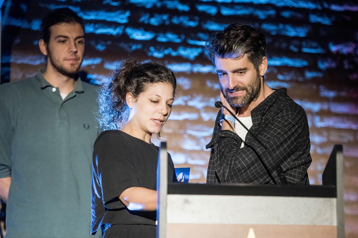 Joan Dausà recollint el Premi Enderrock al millor videoclip en llengua catalana del Soundie 2018
