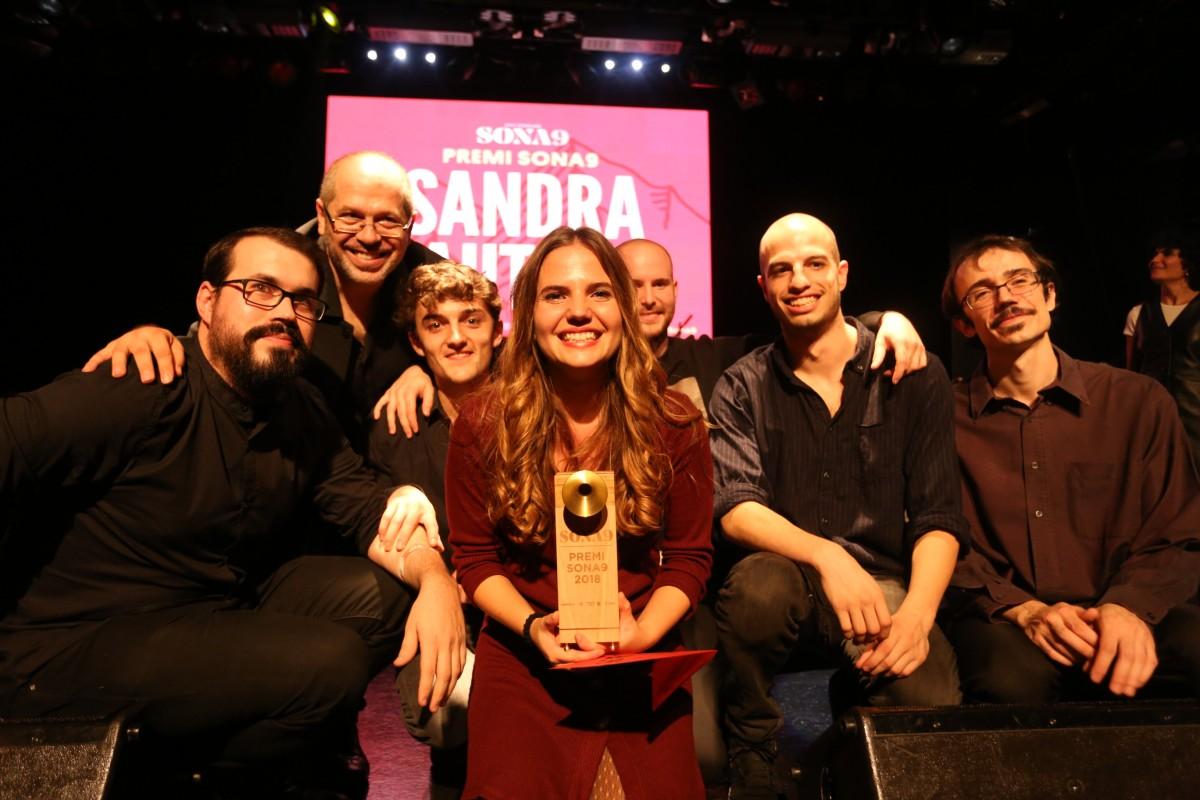 Sandra Bautista amb el Premi Sona9 2018 a les mans