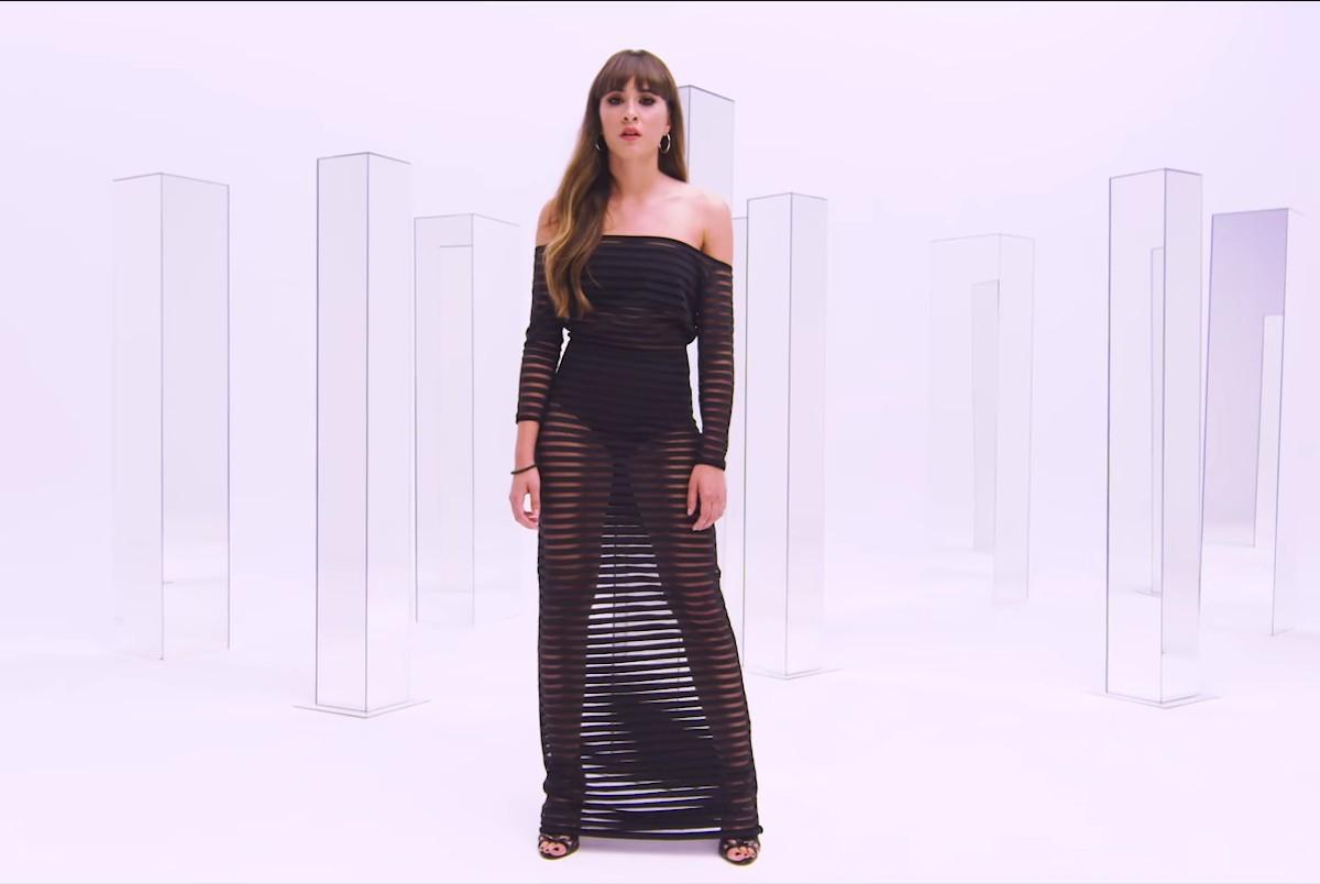 Fotograma del videoclip «Teléfono»