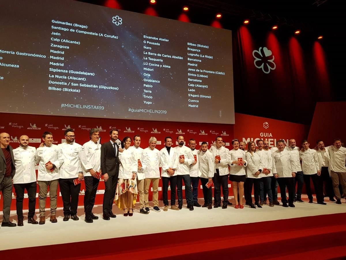 Foto de família dels nous restaurants que entren a la Guia Michelin.