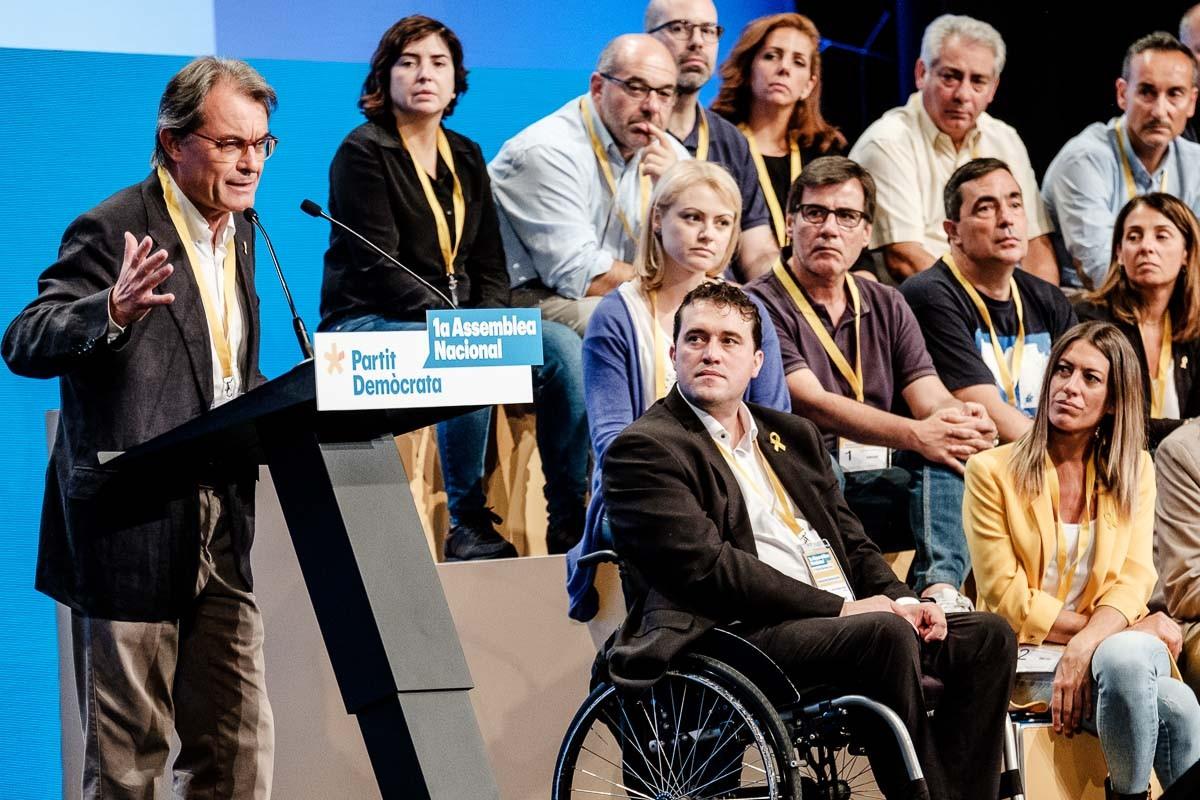 Artur Mas, al costat de David Bonvehí, a l'assemblea del PDECat que va suposar el relleu de Marta Pascal.