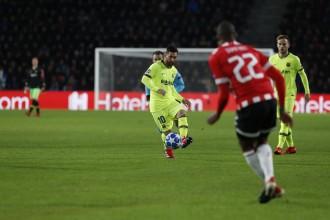 El Barça només compleix l'expedient contra el PSV i s'assegura el primer lloc (1-2)