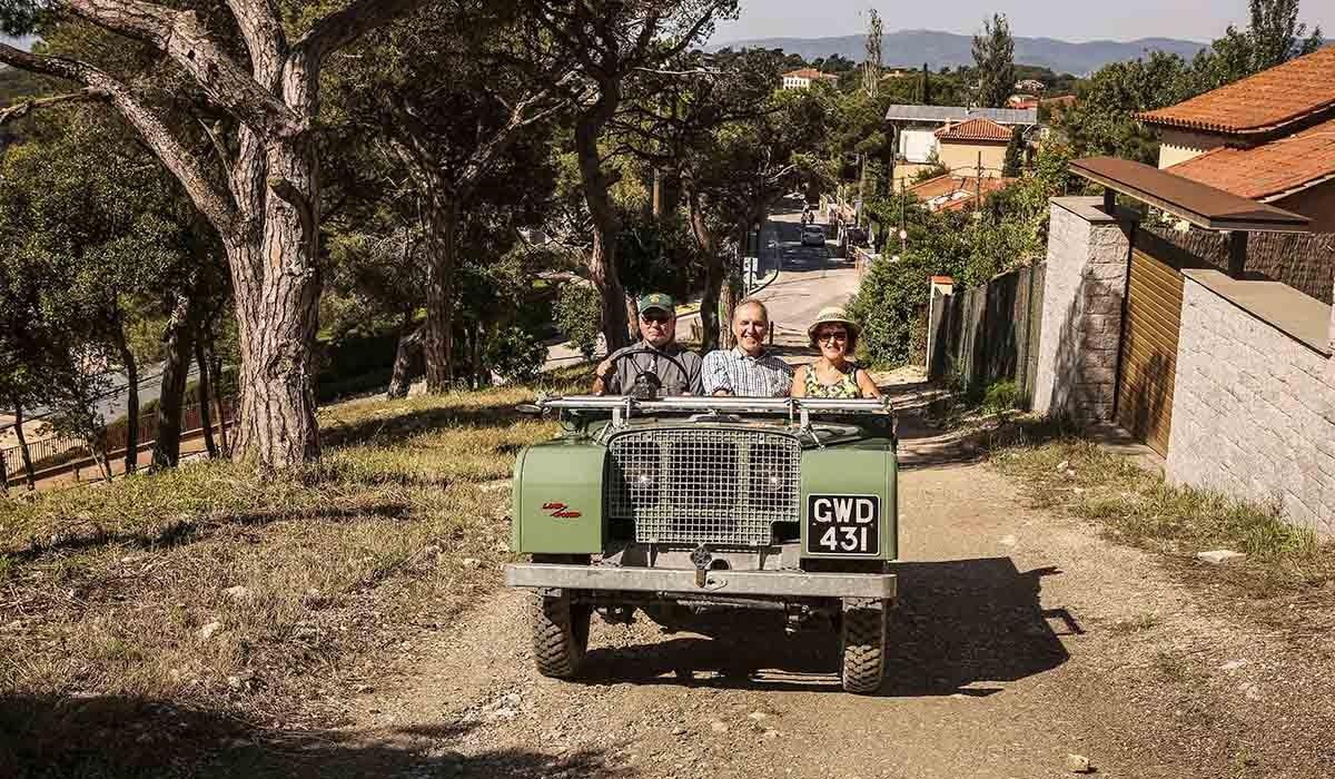 Un camí d'accés al Tibidabo va ser la pista de proves per al mític Land Rover a Barcelona.