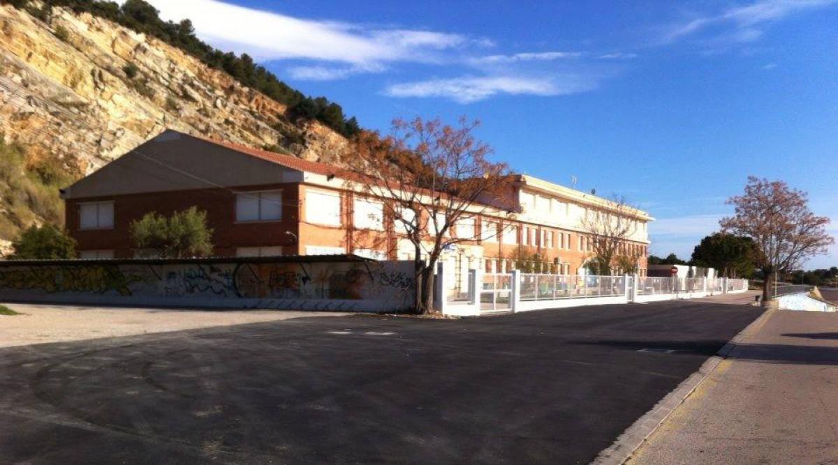 L'Institut Els Alfacs de la Ràpita, on hi ha tres grups confinats.