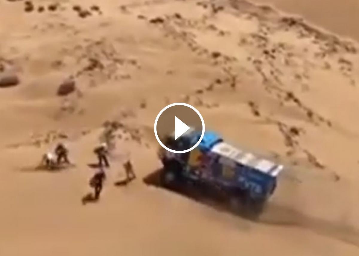 El camió a punt d'atropellar l'espectador
