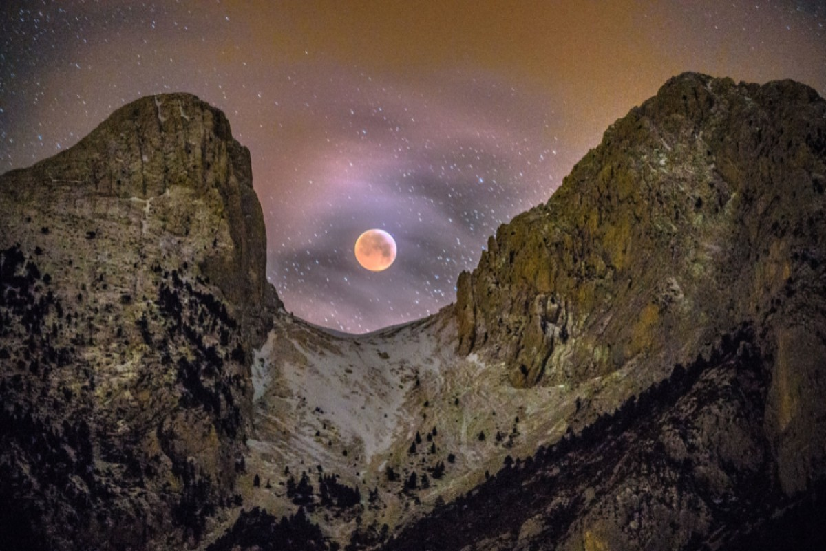 Eclipsi de superlluna al Pedraforca.