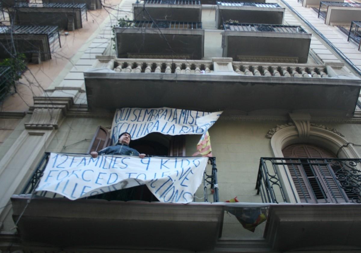 Joan Gómez, al balcó de casa seva