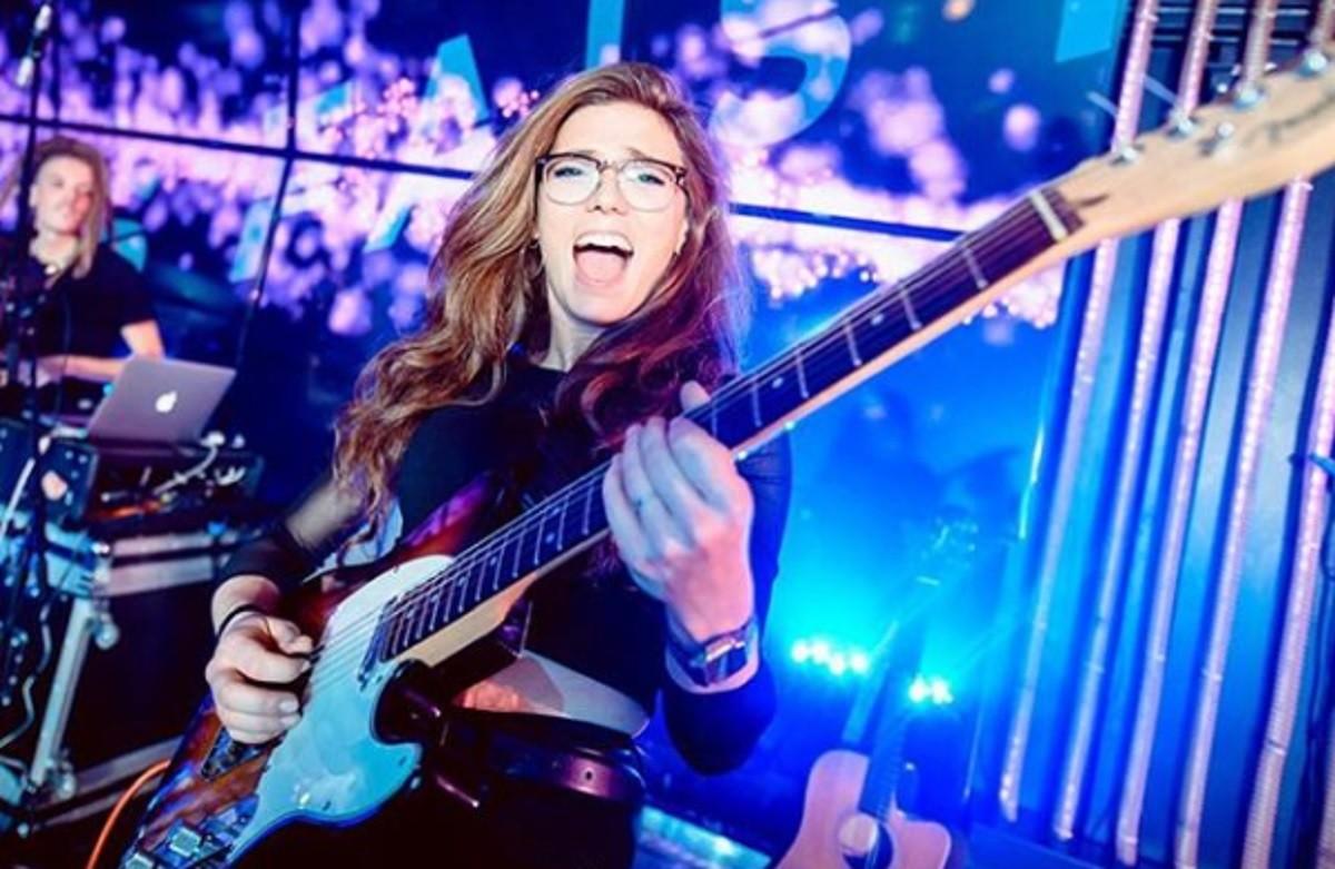 Carlota López, guitarrista.