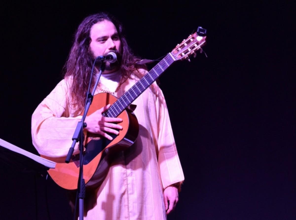 Dani Caracola actuant al BarnaSants 2018; enguany hi presenta el seu recent disc, 'Hamsa'