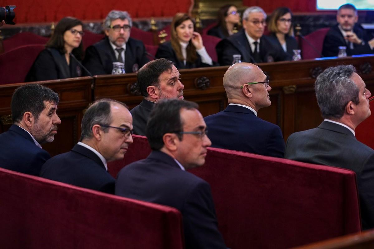 Els presos polítics a la primera sessió del judici del procés